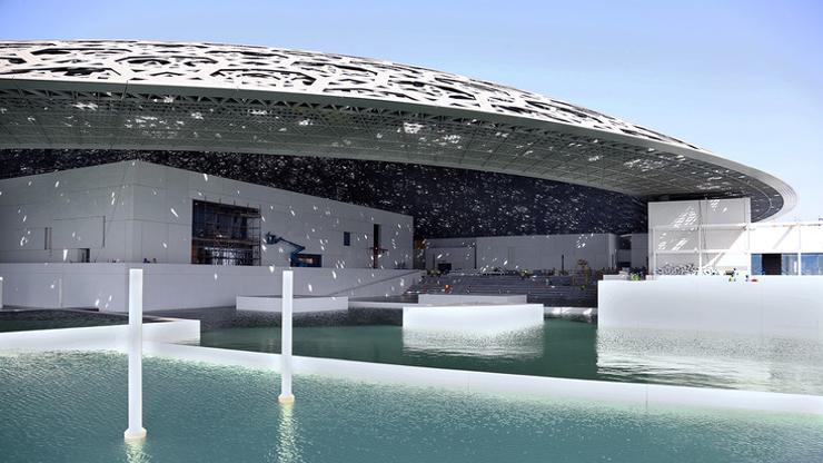 Gilgen защищает здание Louvre в Абу-Даби
